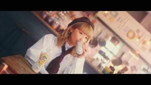 Ami/ブルボン おいしいココナッツミルク「カフェ」篇0006