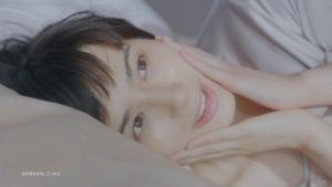ホラン千秋 クラシエ 肌美精ナイトスリーピングセラム 「ぷるん」篇0012