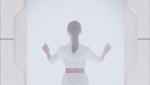 井上可南子 新日本製薬 パーフェクトワン スーパーモイスチャージェル「扉」篇0005