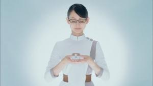 井上可南子 新日本製薬 パーフェクトワン スーパーモイスチャージェル「扉」篇0017