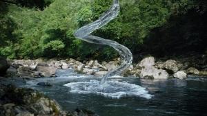 萬波ユカ / い・ろ・は・す 「い・ろ・は・す 水源からの水柱」篇0005