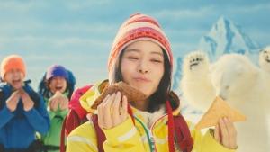 山本舞香 三角チョコパイ 黒・白「食べてないのは私だけ?!」篇0011