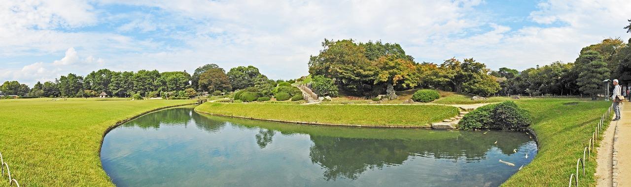 20181016 後楽園今日の午後のひょうたん池越しに眺めた園内ワイド風景 (1)
