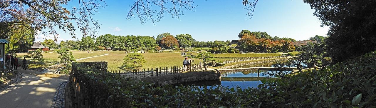 20181106 後楽園今日の南門を入って直ぐの場所から眺めた秋の園内ワイド風景 (1)