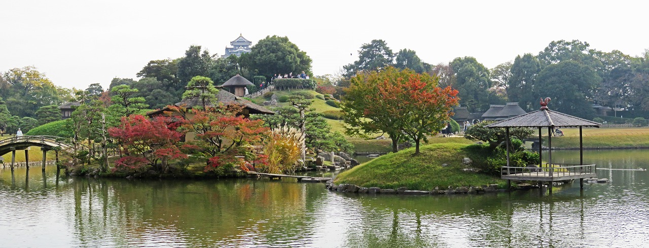 20181108 後楽園今日の午後の園内中島の紅葉の様子ワイド風景 (1)