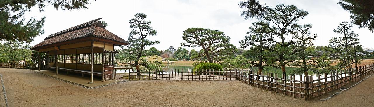 20181217 後楽園今日の午後の観光定番位置の松林側から眺めた園内ワイド風景 (1)