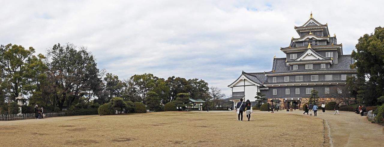 20190106 烏城公園今日の天守閣前広場から眺めた天守閣の様子ワイド風景 (1)