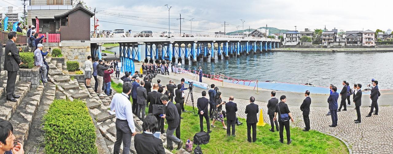 20190426 岡山京橋クルーズ運航開始当日の式典中の様子ワイド風景 (1)