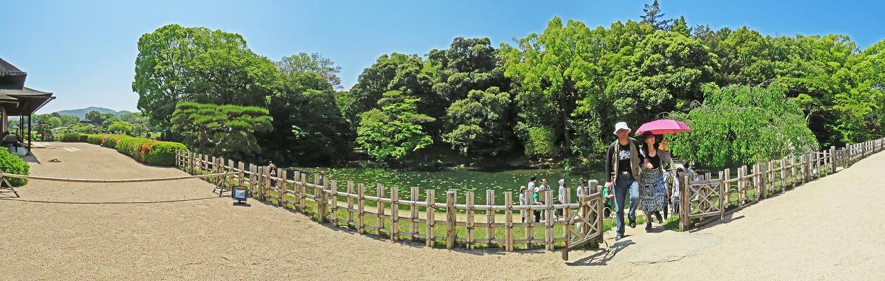20190504 後楽園今日の園内榮唱の間の庭から眺めた花葉の池のワイド風景 (1)