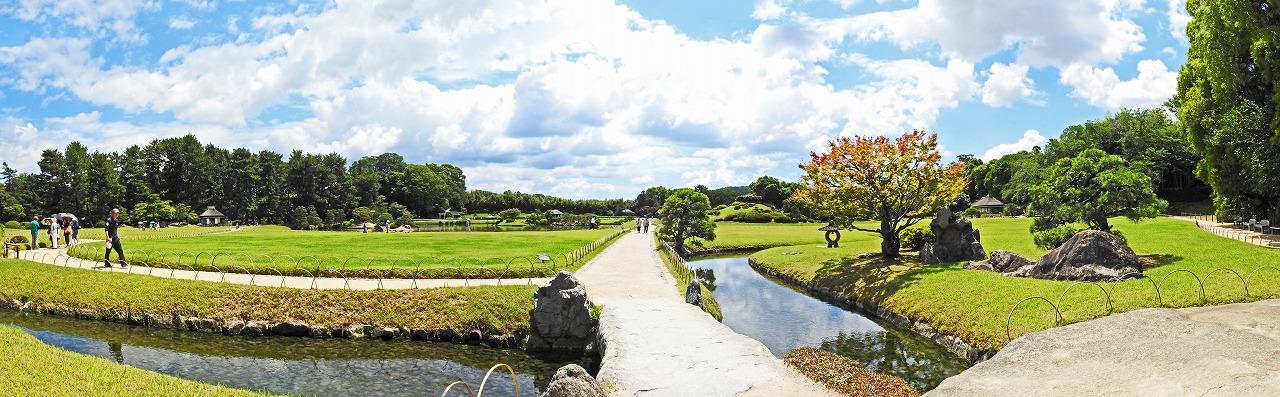 20190624 後楽園今日の大名石付近から東方向を眺めた園内ワイド風景 (1)