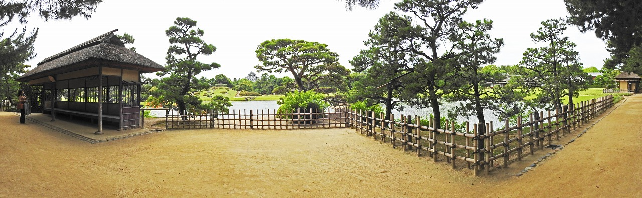 20190710 後楽園今日の観光定番位置の松林側から眺めた園内ワイド風景 (1)