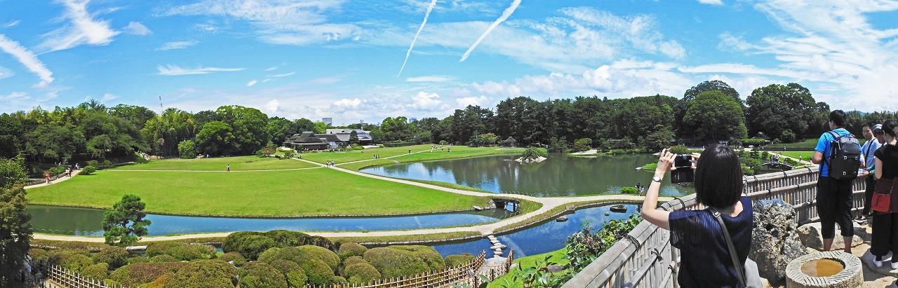 20190715 後楽園今日の唯心山頂上から眺めた園内三枚構成のワイド風景 (1)
