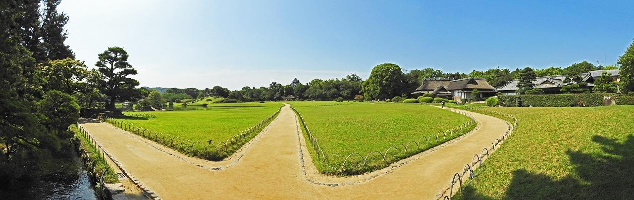 20190716 後楽園今日の園内入口の石橋上から眺めた園内ワイド風景 (1)