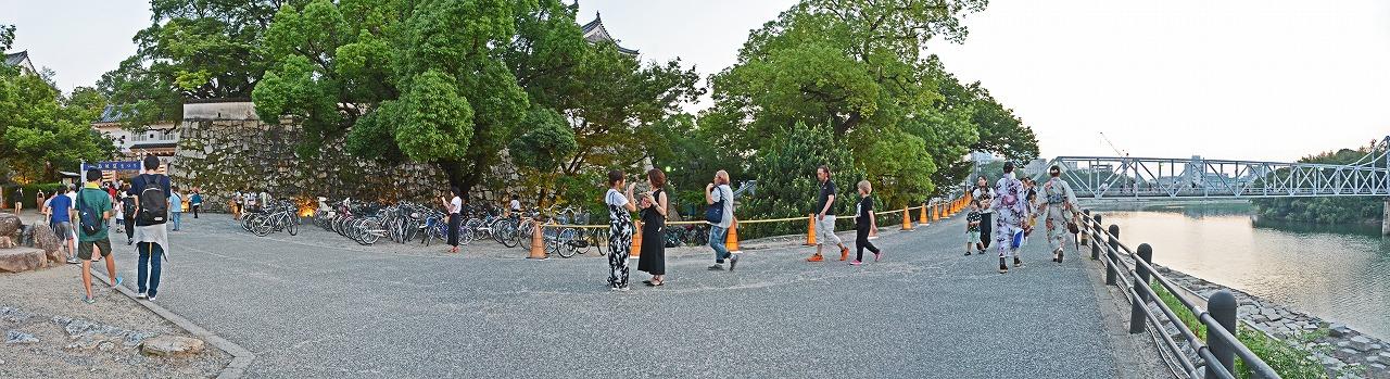 20190802 夏の烏城灯源郷烏城夏祭りの岡山城廊下門付近から眺めた様子ワイド風景 (1)