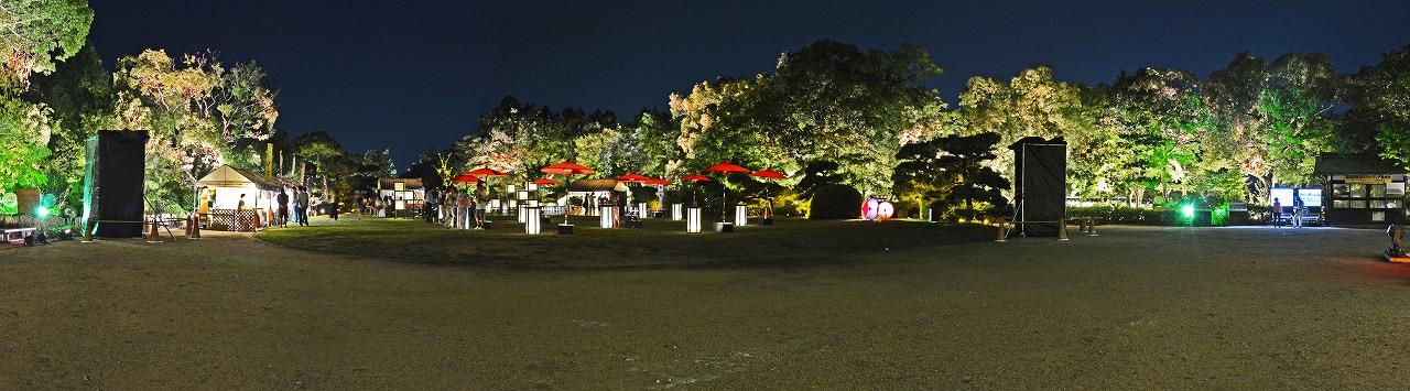 20190816 夏の烏城灯源郷天守閣前広場の涼風烏城の様子を天守閣入口から眺めたワイド風景 (1)
