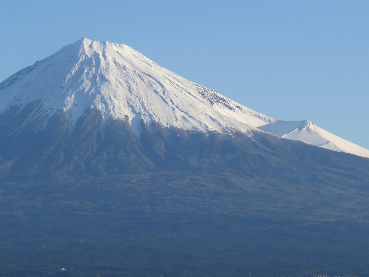 秋なのに富士山に大雪