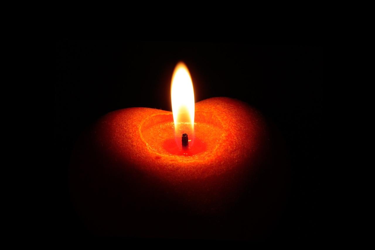 big1-light-warm-atmosphere-dark-heart-red-1412033-pxhere-com.jpg