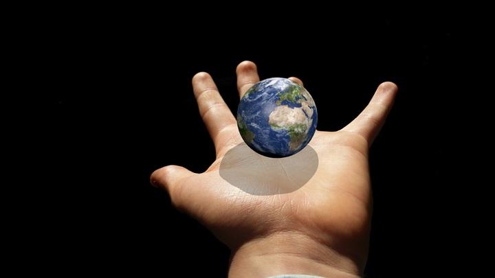 hand-finger-globe-jewellery-earth-planet-700491-pxhere-com.jpg
