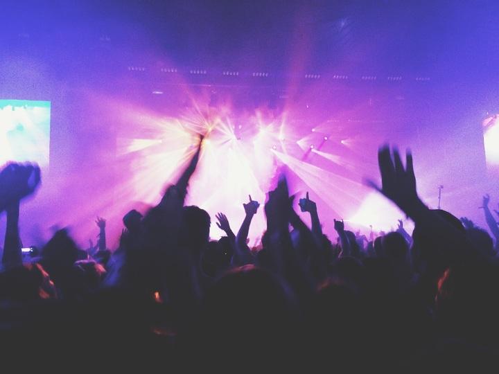 rock-music-people-night-smoke-crowd-655306-pxhere-com.jpg