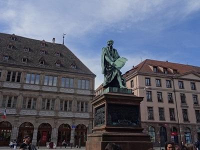 グーテンベルグ像