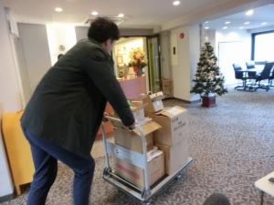S様、新オフィスへお荷物を搬入されています。