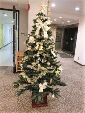 ラウンジの中央に飾られていたクリスマスツリー