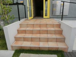 アルヴェアーレ西側エントランス階段