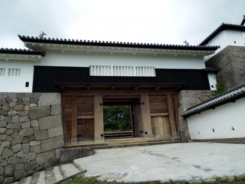 shirakawakominemaegomon1.jpg