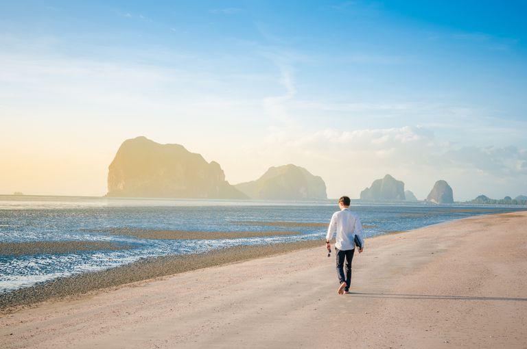 Walk-beach.jpg