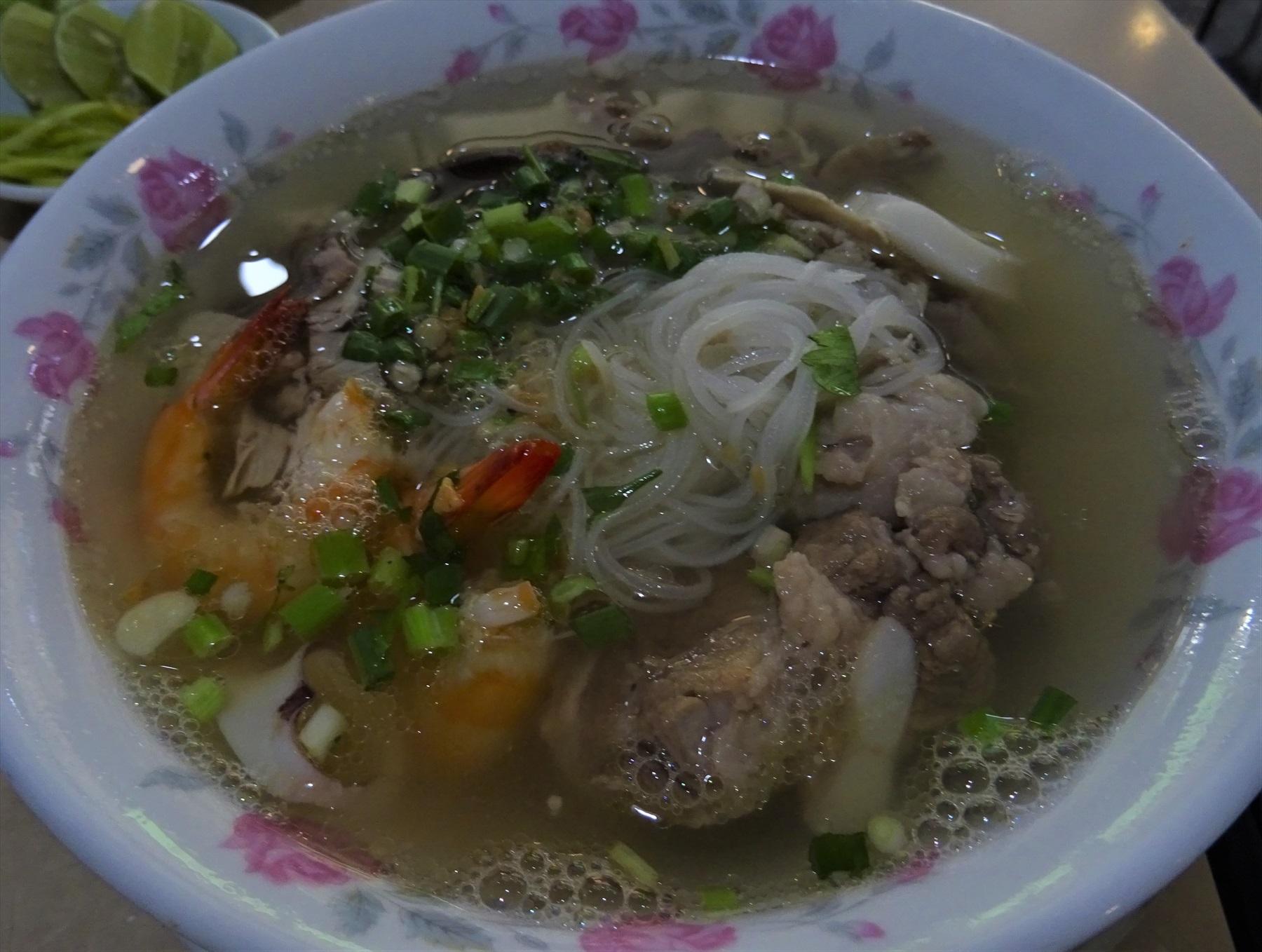魚出汁の麺料理「ブン・マム」