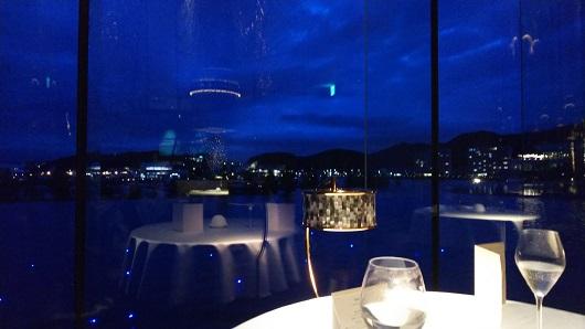 夜景を見ながら食事
