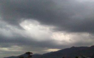 寒そうな雲