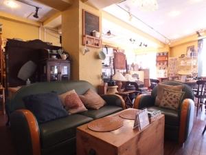 アンティーク家具の店
