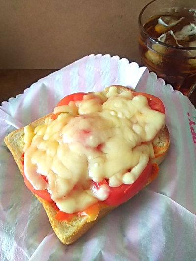 豆板醤トマトチーズトースト