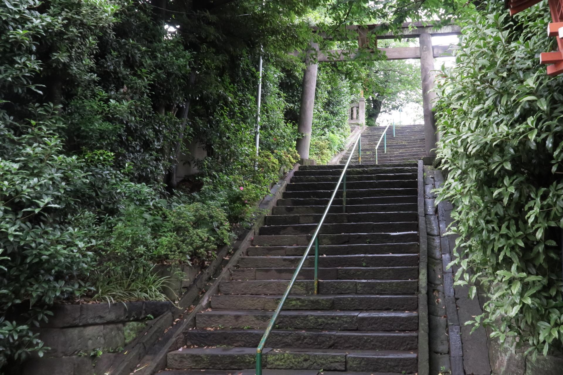 神社の児童公園