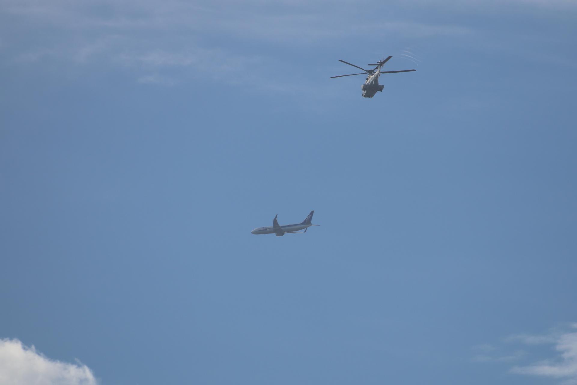 飛行機とヘリコプター