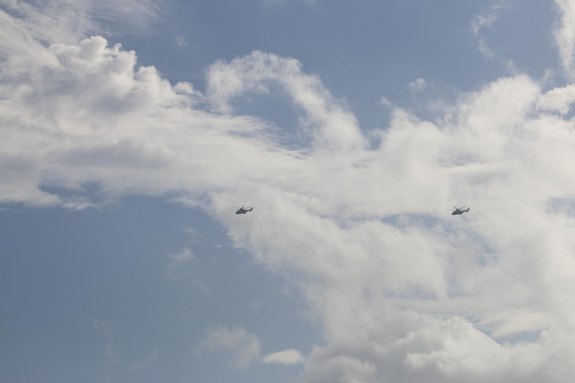 ヘリコプター2機