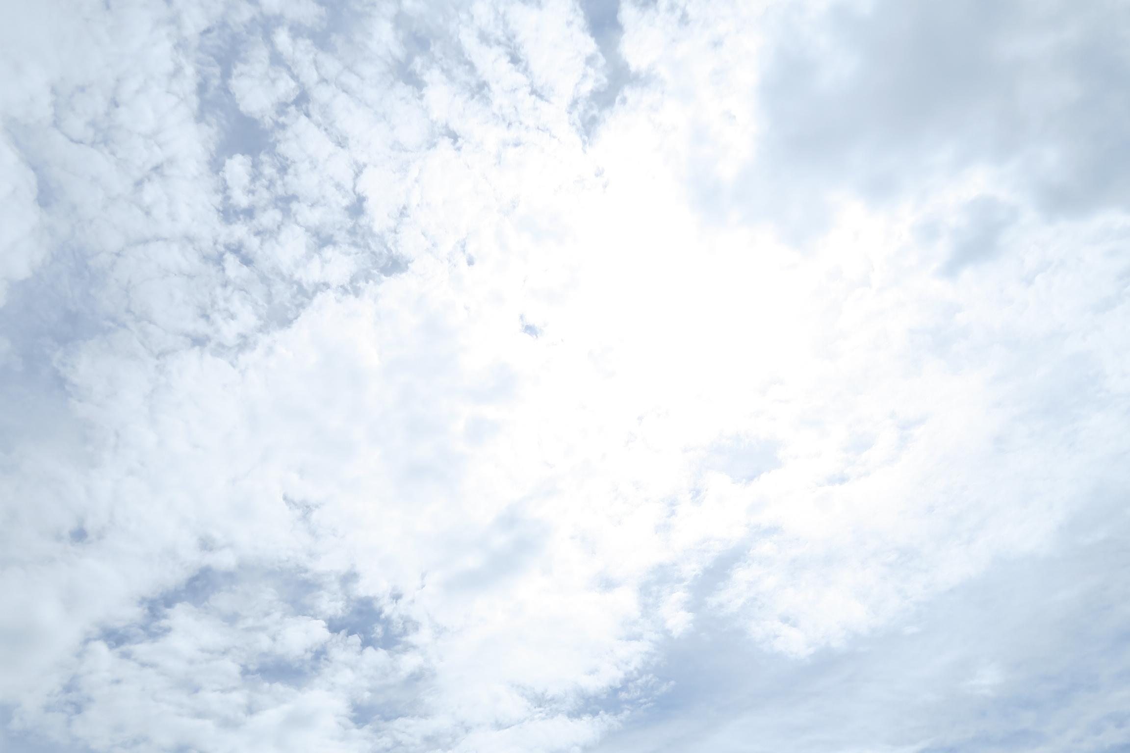 台風が過ぎた昼の雲