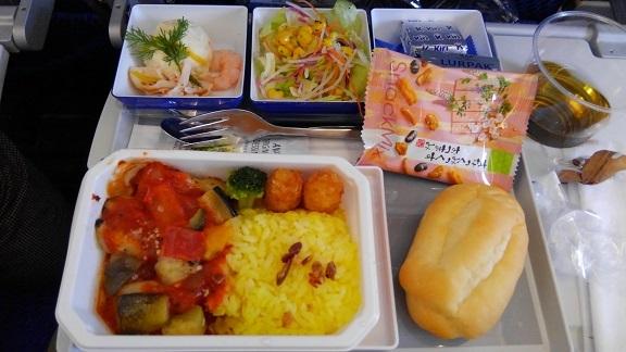 往路機内食