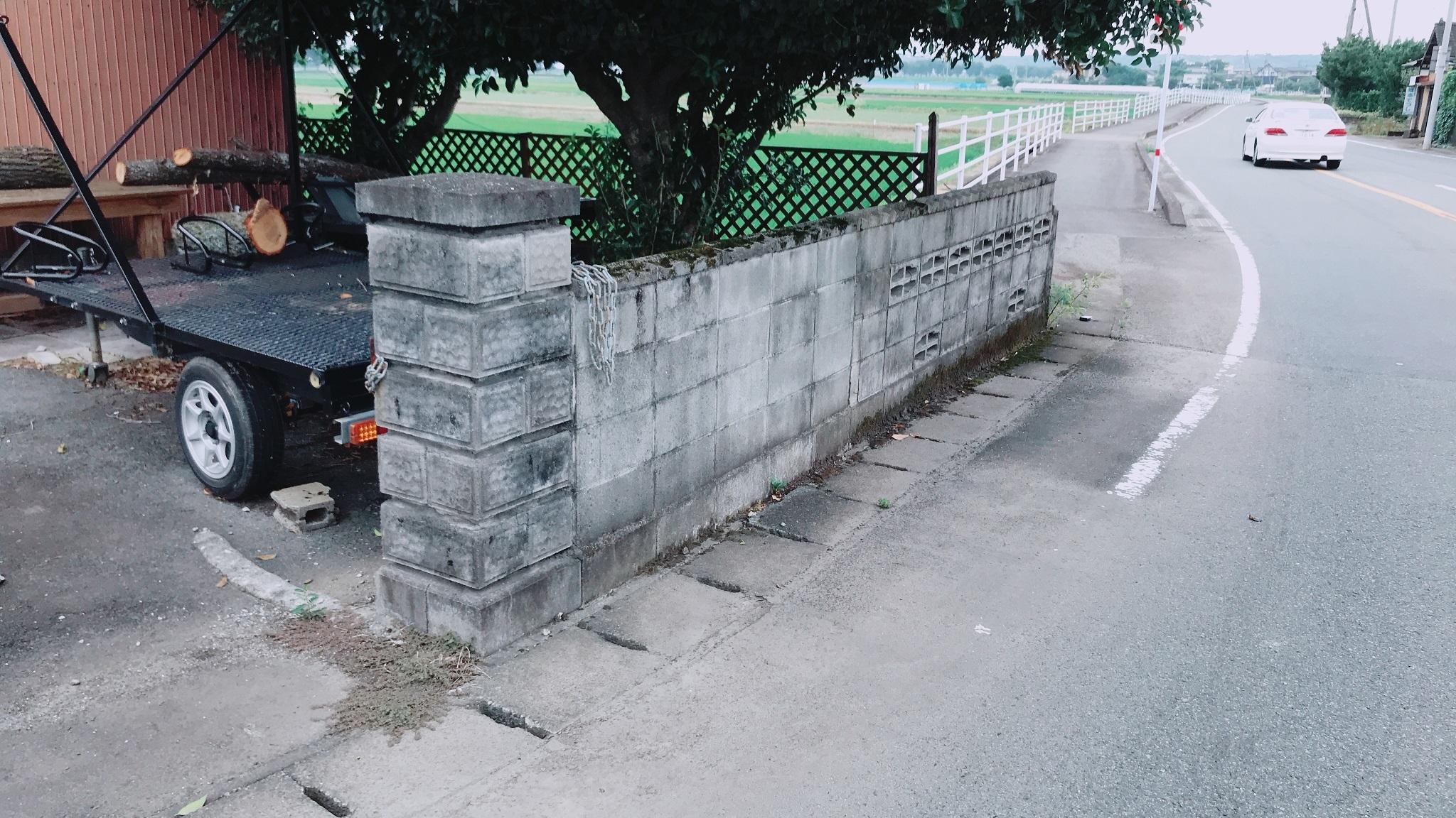 7/29解体前のコンクリート塀
