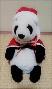 100均セリア サンタコスチュームをパンダに着せた
