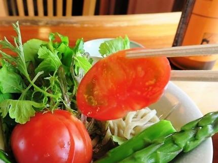 19-5-15 サラダのトマト
