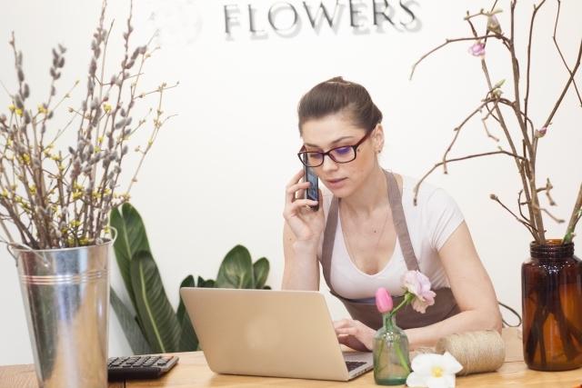 パソコン 携帯 女性
