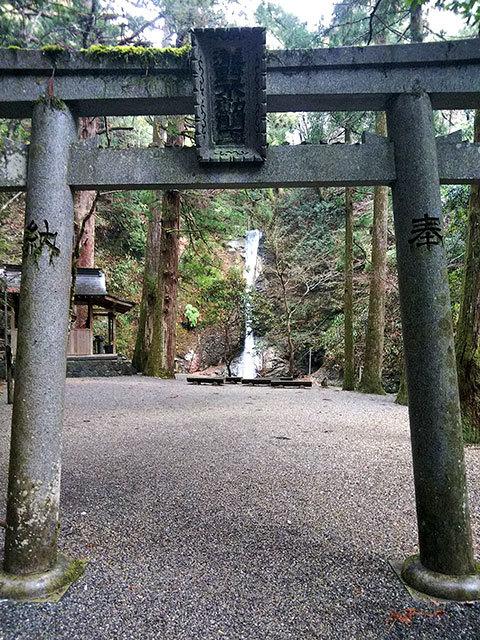 投石の滝3