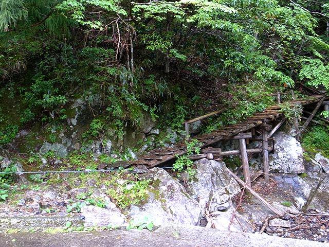 隠れ滝02