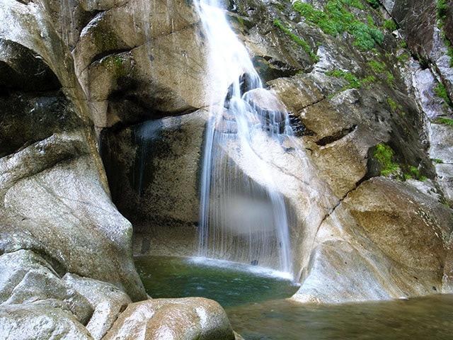 隠れ滝05