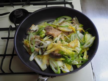 白菜にんにく炒めラーメン023