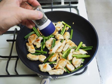 鶏むね肉と茎にんにくのうま塩055