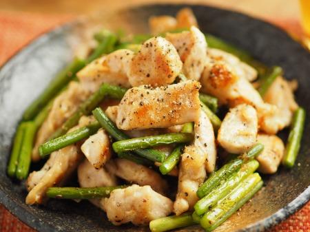 鶏むね肉と茎にんにくのうま塩014