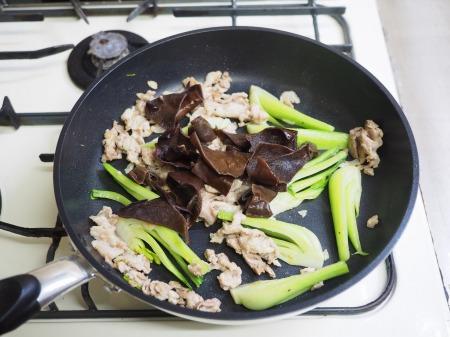 豚肉ときくらげの卵炒め木須056